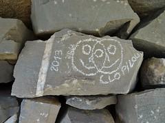 Contemporary signs on an old ruin. (Ia Löfquist) Tags: smiley klotter crete kreta vandra vandring hike hiking walk walking spring vår fs180415 tecken fotosondag fotosöndag sign