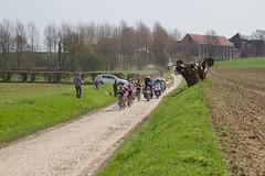 IMG_1117 (fab spotter) Tags: cyclisme parisroubaix vélo voiture course competition extérieur ecureuil hélicoptéres télévision motos