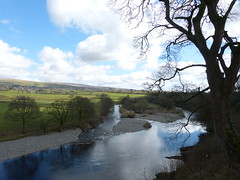 Kirkby Lonsdale - River Lune from Ruskin's View 180405 5 (maljoe) Tags: kirkbylonsdale rnblune cumbria