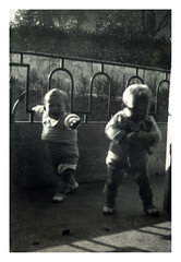 i gemelli a Vicenza - dicembre 1935 (dindolina) Tags: photo fotografia blackandwhite bw biancoenero monochrome monocromo vintage family famiglia history storia gemelli twins vignato italy italia veneto vicenza 1935 1930s annitrenta thirties