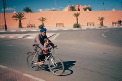 Grandson (Tom Levold (www.levold.de/photosphere)) Tags: fuji fujix100f marokko morocco x100f zagora candid street people portrait porträt opa grandson bicycle enkel fahrrad grandpa grosvater