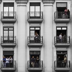 bits of reality (*BegoñaCL) Tags: fotografíacallejera valencia robado ventanas gente 9