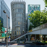 The facade of Omotesando Keyaki Building (表参道けやきビル
