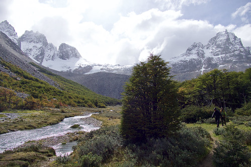 chile-patagonia-aysen-cerro-castillo-sunny-view-across-meadows-to-mountains