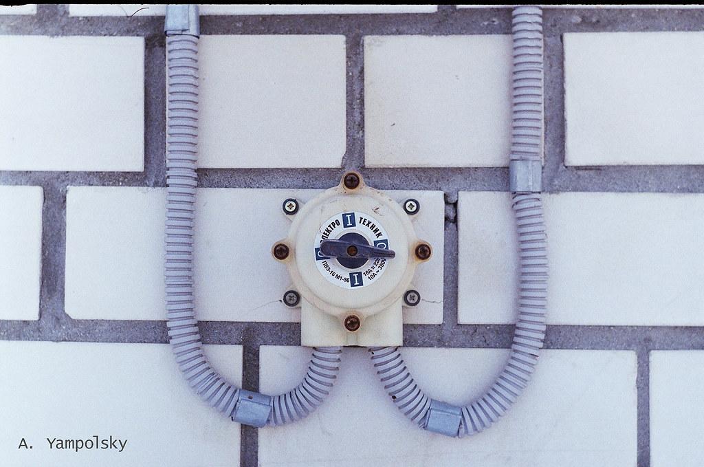 фото: Выключатель вытяжки