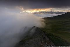 DSC_2784 (www.figedansletemps.com) Tags: coldelalouze pointeduriondet beaufortain lacdesaintguérin montagne mountain alpes alps savoie france brouillard fog mist nocturne night nuit nuages clouds crête montblanc