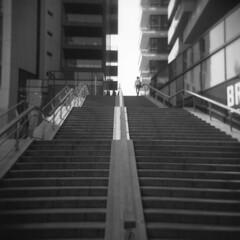 Milano (Valt3r Rav3ra - DEVOted!) Tags: holga holgacfn lomo lomography toycamera plasticcamera analogico analogica analog analogue milano medioformato mediumformat valt3r valterravera visioniurbane urbanvisions streetphotography street ilford ilfordfp4 bw biancoenero blackandwhite film 120 6x6