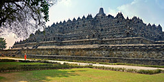 "INDONESIEN,Java, Borobudur - buddhistische Tempelanlage, 17266/9782 (roba66) Tags: reisen travel explorevoyages urlaub visit roba66 asien südostasien asia eartasia ""southeastasia"" indonesien indonesia ""republikindonesien"" ""republicofindonesia"" indonesiearchipelago inselstaat java borobodur barabudur tempelanlage tempel temple yogyakarta ""mahayanabuddhismus"" ""buddhisttemple"" buddha relief statue bauwerk building architektur architecture arquitetura kulturdenkmal monument fassade façade platz places historie history historic historical geschichte"