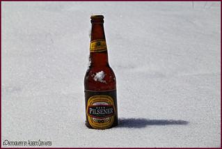PILSENER SOBRE LA NIEVE. PILSENER ON THE SNOW. ECUADOR.