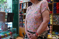 Χαρά να πλέκεις. Χαρά νά φοράς! (sifis) Tags: μαλλιά σακαλάκ αθήνα πλέκω πλέξιμο πλεκτό knitting knit cotton yarn needles pattern shirt athens greece store shop