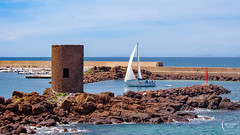 Sailing boat in Castelsardo (mattiaros) Tags: sardegna italy mare sea boat sail barca vela porto sky cielo primavera spring wind vento scogli roccia acqua water