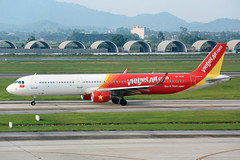VN-A638 Vietjet Air Airbus A321-211 at Hanoi Noi Bai International Airport on 17 May 20188 (Zone 49 Photography) Tags: aircraft airliner airplane aeroplane may 2018 vvnb han hanoi noi bai noibai international airport vj vjc vietjet air vietjetair airbus a321 airbusa321 200 211 vna638