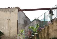 the little girl, the courtyard (lo zen) Tags: scale bimba cortile inquadratura punto osservazione luce