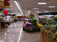 Perishables/grand aisle overview (l_dawg2000) Tags: 2018remodel cordova delicatesen grandreopening grocery grocerystore healthbeauty kroger labelscar marketplace meats memphis pharmacy produce remodel retail scriptdécor shelbycounty starbucks supermarket tennessee tn trinitycommons cordovamemphis unitedstates usa