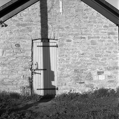 CCR:FRB - Review 17 - Rollei RPX 100 - Roll 03 (Kodak D-76) (Alex Luyckx) Tags: portdalhousie stcatherines ontario canada wellandcanal harbour urban village historicdowntown tourists morning spring sunrise classiccamerarevival ccr ccrfrb filmreview review media medium frankeheidecke rolleiflex rolleiflex28f tlr 6x6 120 mediumformat squareformat carlzeiss carlzeissplanar80mm128 macodirect rolleirpx100 rpx100 asa100 kodak kodakd76 d76 stock bw blackwhite epsonv700 adobephotoshopcc film filmphotography believeinfilm filmisalive filmisnotdead