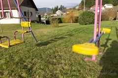 4 (baptiste.lasnier) Tags: douleur nostalgie mélancolie flou souvenirs enfance balançoire jeu extérieur maison bonheur lumière famille vacances