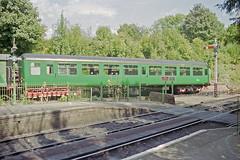Alresford Station, 31 Aug 2000 (Ian D Nolan) Tags: station 35mm epsonperfectionv750scanner alresfordstation