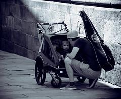 Cochecito para dos (ariasa12) Tags: paseo niños