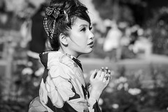 Geisha (frank.gronau) Tags: beauty beautiful weis schwarz white black rosen rose park frau woman girl japanese japan osaka geisha alpha sony gronau frank