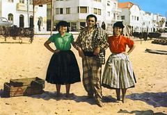 Era uma vez... na Nazaré (© Portimagem) Tags: portugal patrimónionacional historia nazaré retrato homem mulher pescador pescadores folclore trajetípico traditionaldress
