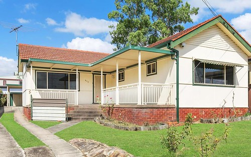209 Henry Lawson Dr, Georges Hall NSW 2198