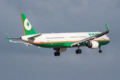 EVA AIR A321-200(WL) B-16215 003 (A.S. Kevin N.V.M.M. Chung) Tags: aviation aircraft aeroplane airport airbus airlines a320series mfm macauinternationalairport plane spotting a321 evaair