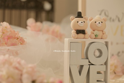 Handmade bears bride and groom with LOVE sign wedding cake topper, cute animals wedding event decoration ideas