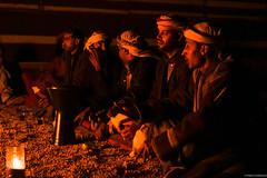 Beduinos en el desierto de Wadi Rum (pablocba) Tags: beduinos wadi rum uadi beduin dessert desierto jordania jordan people gente cultura night noche nocturna reunion