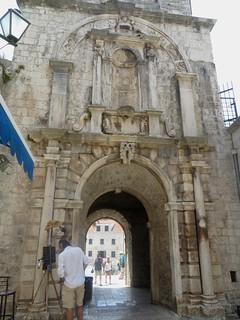 Arc de triomphe baroque, 1650, Porte de Terre-Ferme, Korčula, comitat de Dubrovnik-Neretva, Dalmatie, Croatie.