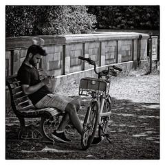 Berliner #834 (.Dirk) Tags: berlin pentaxk5ii pentaxf70210 smc street people hdr sw bw bnw cycle rad tiergarten