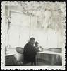 Archiv Hel331 Vater und Tochter Brunhilde N., 1930er (Hans-Michael Tappen) Tags: archivhansmichaeltappen vater kreuz kruzifix tisch korbstuhl tischdecke fenster 1930s 1930er tochter emaillewasserkanne wasserkrug