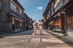 Higashi Chaya (Scott F Thompson) Tags: kanazawa higashichaya kimono girls architecture japan color streetphotography