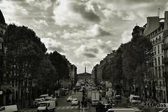 França - Paris, Rue Royale! (jvaladaofilho) Tags: valadaoj fr paris rueroyale pb cenasurbanas cityscape streetview streetphotography blackwhite monochrome pretoebranco monocromatico