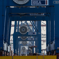 Kinda repetitive (tom.leuzi) Tags: canonef70200mmf4lisusm canoneos6d deutschland germany hamburg repetitive burchardkai container port hafen containerbrücke crane