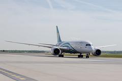 Frankfurt Airport: Oman Air Boeing 787-8 Dreamliner B788 A4O-SY (kevin.hackert) Tags: rheinmain vorfeld linienflugzeug flughafen eddf outdoor metropole airport jet flugzeug cargo rheinmainflughafen ffm hessen fra aircraft frankfurtammain 069 apron frankfurt main rollfeld fahrzeug fraport boden verkehrsflughafen