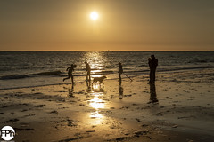 Family time (Frankhuizen Photography) Tags: family time familie tijd playing dishoek netherlands 2018 landscape landschap strand beach sea zee zeeland sealand sunset zonsondergang seascape zeelandschap fotografie photography water vebenabos walcheren sky people ocean sand zon sun light seaside