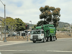 WM Garbage Truck 5-18-18 (3) (Photo Nut 2011) Tags: garbagetruck trashtruck sanitation wastedisposal refuse junk truck california waste trash garbage wastemanagement wm orangecounty 105784