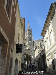Flèche de l'Église Monolithe et Rue de la Petite Fontaine , SAINT-ÉMILION (Clément Quantin) Tags: saintémilion tourisme ville églisemonolithe