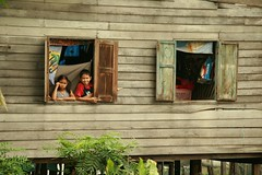 brother and sister in a window (the foreign photographer - ฝรั่งถ่) Tags: brother sister two windows wooden house khlong thanon portraits bangkhen bangkok thailand canon