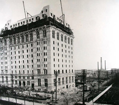 Construction of the Fort Garry Hotel, 1912 (vintage.winnipeg) Tags: winnipeg manitoba canada vintage history historic construction hotels
