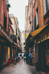 walking through. (Nicole Favero) Tags: viola bookshop acquaalta love amazing mine cute vicoli venice venezia awesome forever followme nikon nikond5000 camera reflex cool crazy books shelf street walking nicolefavero photography photographer newlens lens