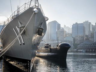 Destroyer HMAS Vampire moored alongside submarine HMAS Onslow