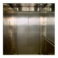 Elevator (ngbrx) Tags: airport copenhagen denmark kastrup kopenhagen københavn dänemark danmark silver silber elevator aufzug