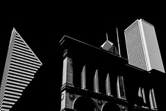Chicago stripes (Tiigra) Tags: chicago illinois unitedstates us 2017 architecture bw city column modernism neoclassicism ornament postmodernism repetition rhythm roof shape tower pattern
