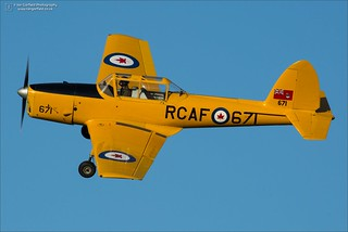 de Havilland ChipDe Havilland DHC-1 Chipmunk G-BNZC - RCAF 671munk