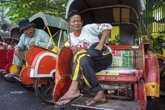 becak (kuuan) Tags: street indonesia voigtländerheliarf4515mm manualfocus mf voigtländer15mm aspherical f4515mm superwideheliar apsc sonynex5n becak becakdrivers cycle rickshaw solo surakarta java bejak