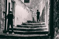 Paisà (encantadissima) Tags: gangi palermo borgopiùbelloditalia2015 streetphotography boys ragazzi bienne scalinata lucieombre nikond7000