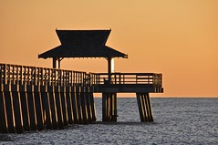 Florida 2018_718_Naples (SwissMike62) Tags: beach sunset pier florida ocean gulfofmexico romantic sunlight