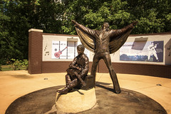 Elvis Presley Birthplace - Tupelo (Mississippi) (Andrea Moscato) Tags: andreamoscato america statiuniti usa unitedstates us elvis museum museo statue light shadow luce ombre day sun yellow green view vivid memorial tourist attraction history bronzo parco wall