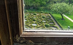 [NT] Moseley Old Hall. The Knot Garden. May 2018 (Simon W. Photography) Tags: nationaltrust thenationaltrust moseleyoldhall knotgarden nationaltrustuk perspective pointofview lowpov pov depthoffield dof unitedkingdom uk england english greatbritain gb britain british may may2018 spring spring2018 simonhx100v sonydschx100v sonyhx100v hx100v westmidlandscounty westmidlands wolverhampton